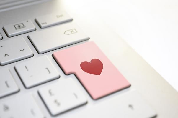 Do not fall in love on the Internet!
